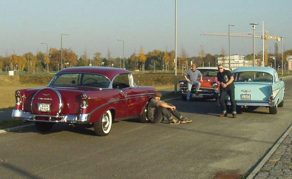Tri-Chevy Treffen in Berlin. 1  Chevy 1956 2dr Hardtop-Coupe und 1 Chevy BelAir 57 4dr Sportsedan und mein Chevrolet 57 Two-Ten 4dr Sedan